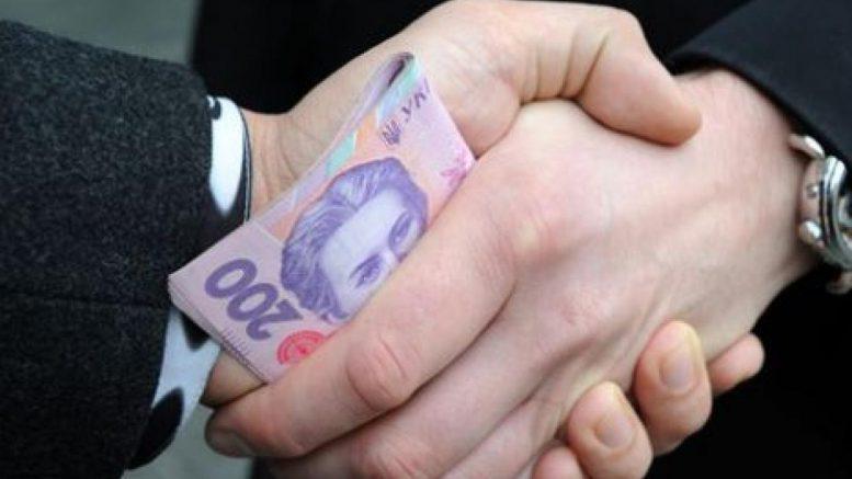 За хабар патрульним суд оштрафував франківця на 8,5 тис. грн - Місто