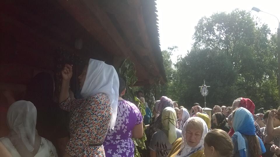 В Коломые на Украине униаты-католики с помощью местных властей пытаются забрать храм у Московской патриархии (ФОТО, ВИДЕО)