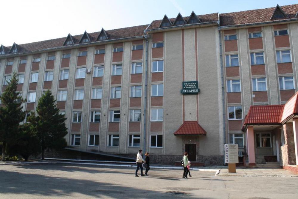 Агресивні оси оселились в дитячій лікарні на Коновальця