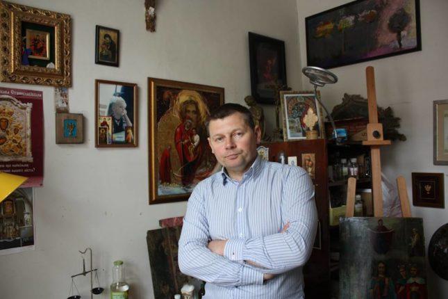 В Івано-Франківську майстер Валерій Твердохліб реставрує унікальні твори сакрального мистецтва (фото)