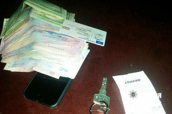 Франківці просканували сигналізацію чужого авто та викрали звідти 90 тисяч гривень (фото)