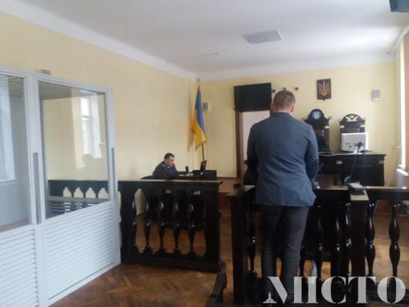 Прикарпатський поліцейський, якого упіймали п'яним за кермом, намагається уникнути відповідальності (фото)