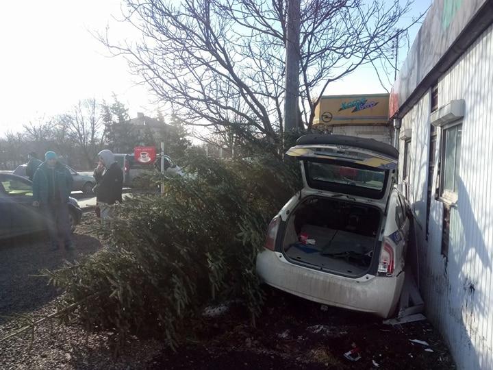 В Івано-Франківську автомобіль патрульної поліції врізався у МАФ (фото)