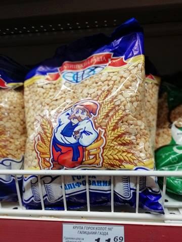 """В одному з коломийських супермаркетів мережі """"555"""", чоловік ледь не купив крупу з торішнім терміном придатності та хробаками."""