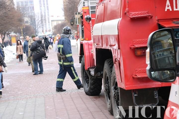 Сьогодні на «стометрівці» працювали «надзвичайники». В одному із будинків трапилась пожежа (фото)