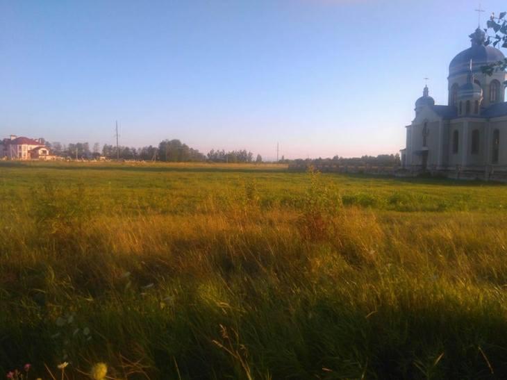 В передмісті Івано-Франківська депутати-мерзотники й надалі намагаються «віджати» у громади землю, на якій планувалось збудувати нову школу