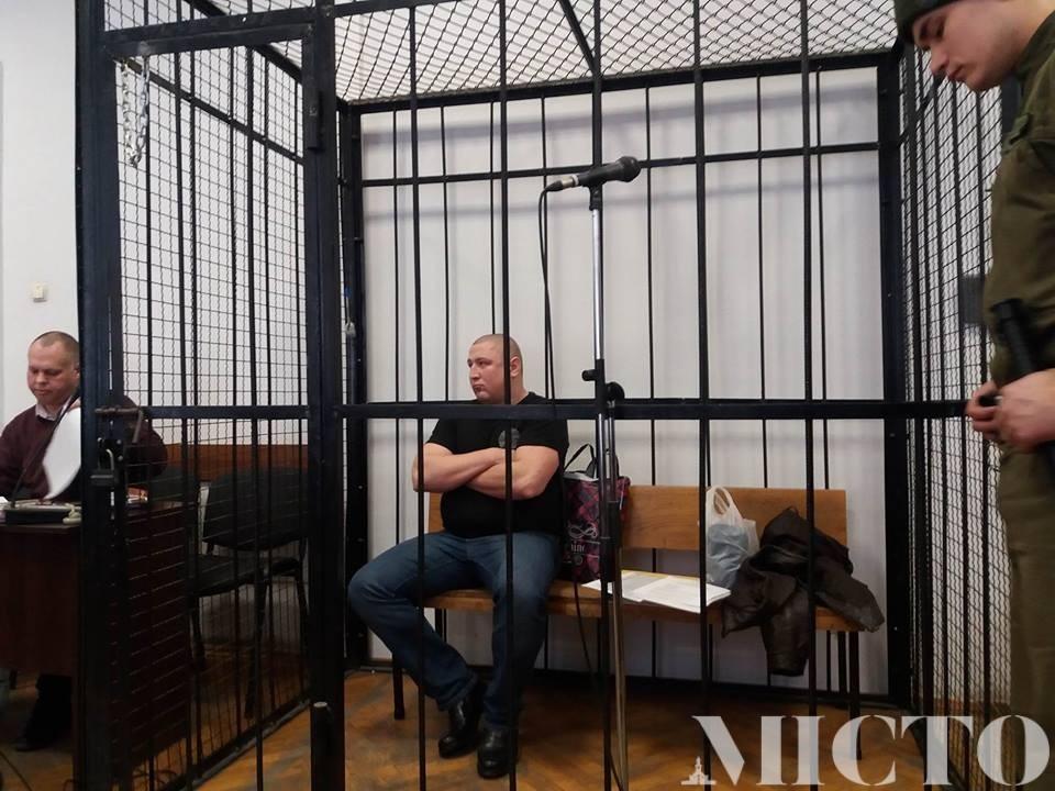 В Івано-Франківському міському суді розпочали слухання справи рецидивіста, який улітку розстріляв у центрі міста відомого підприємця (фото)