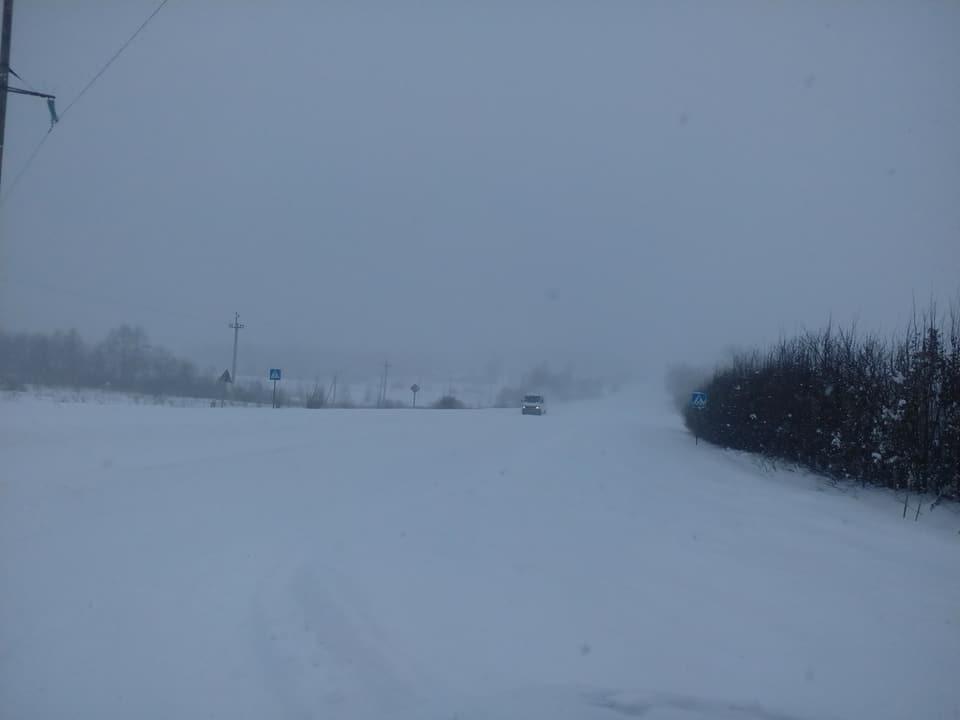 Головний дорожник Прикарпаття розповів про стан доріг після снігопаду