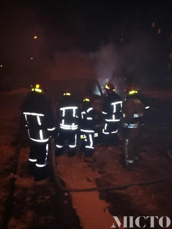 В Івано-Франківську загорівся мікроавтобус (фотофакт)