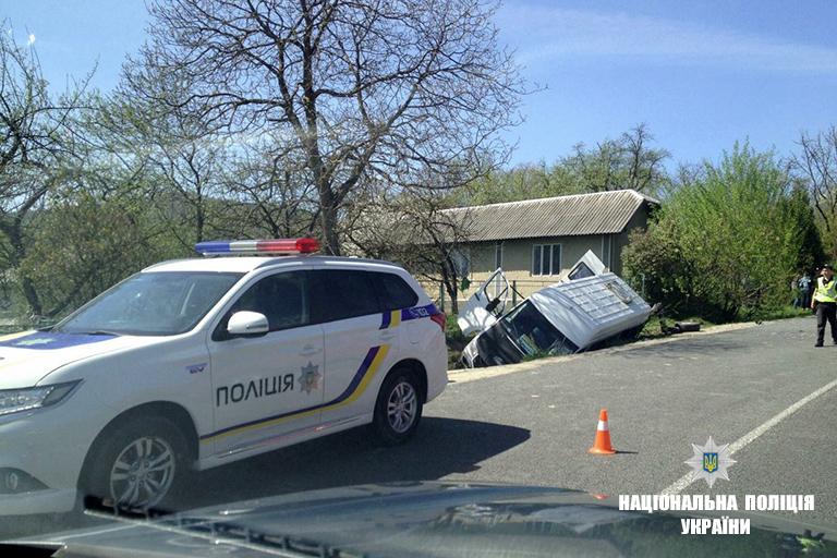 Один загиблий та 13 травмованих: подробиці жахливої аварії на Прикарпатті (фото+відео)