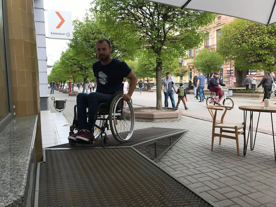 Відомий активіст оцінив доступність франківських вулиць для людей з інвалідністю (фото)