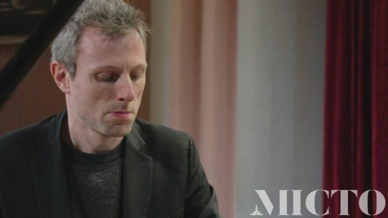 У філармонії з сольний концертом виступив унікальний французький піаніст (фото+відео)