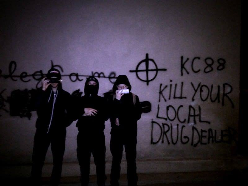 Місцеві активісти замалювали понад 30 надписів із рекламою наркотиків (фото)