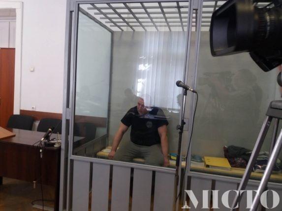 Чоловік, який минулого року у центрі Франківська розстріляв відомого у місті підприємця, просив суд, щоб той випустив його із СІЗО
