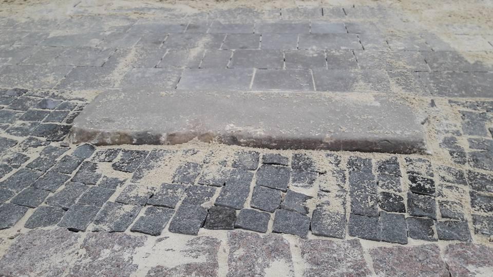 Трасування: чому на вулицю Лесі України повертають старовинні кам'яні бордюри (фото)