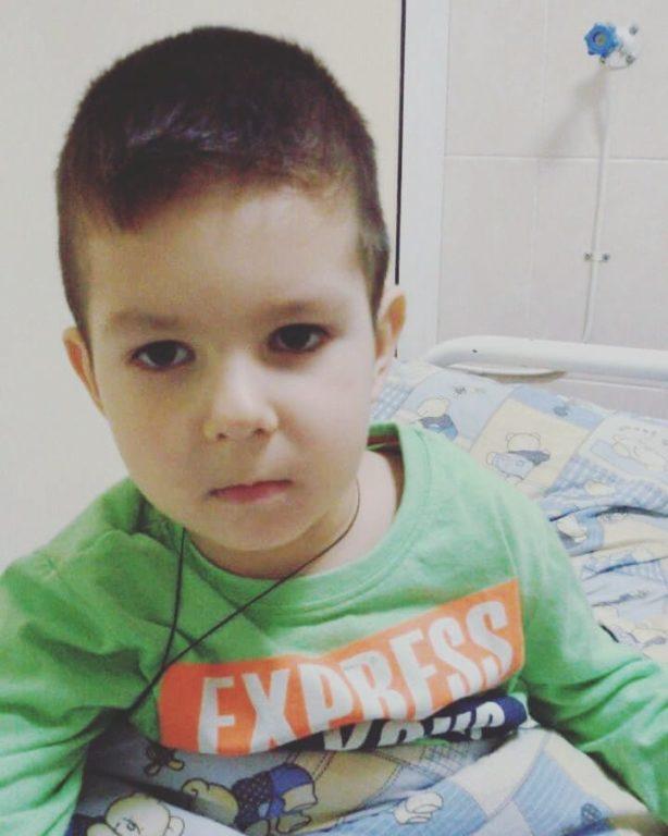Трирічному хлопчикові з прикарпатського села потрібна допомога у боротьбі з раком крові