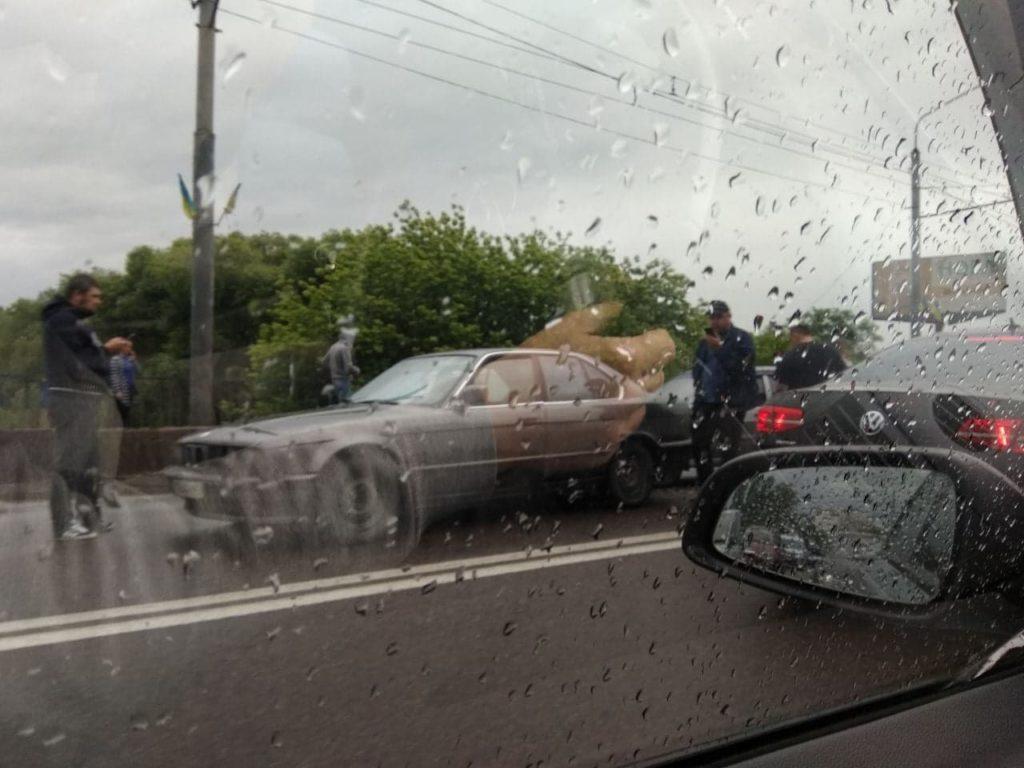 Ні дня без ДТП: у Франківську трапилася масштабна аварія (фоторепортаж)