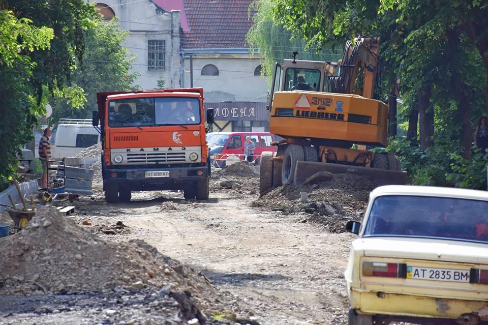 Під час ремонту дороги на вулиці Слави Стецько облаштують маленький сквер