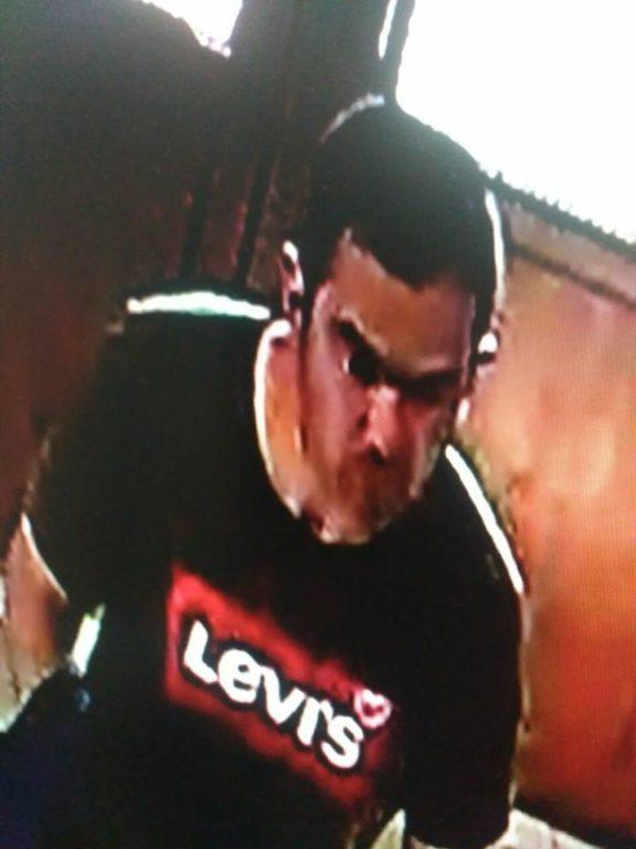 Франківців просять впізнати крадія мобільного телефону (фотофакт)