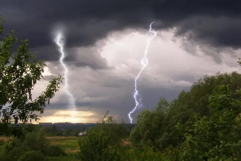 """Результат пошуку зображень за запитом """"Прикарпатців попереджають про сильні дощі, град та шквали."""""""