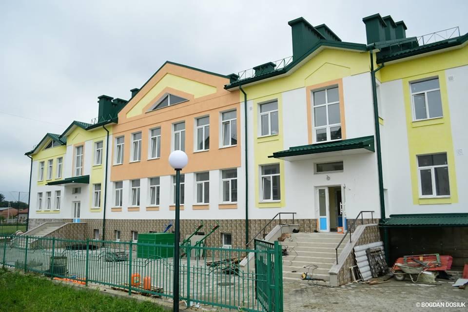 Завершується будівництво дитячого садка у Микитинцях. У закладі буде 110 місць для діток.