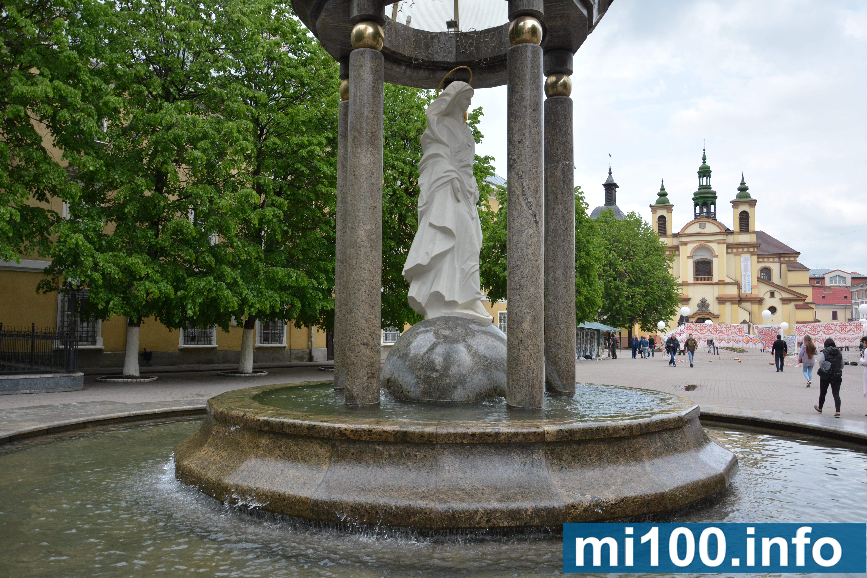 """ротонда і фонтан зі статуєю Пресвятої Діви Марії на площі Шептицького та  """"Кульбаба"""" поруч готелю """"Надія"""". 43a207f4b64c0"""