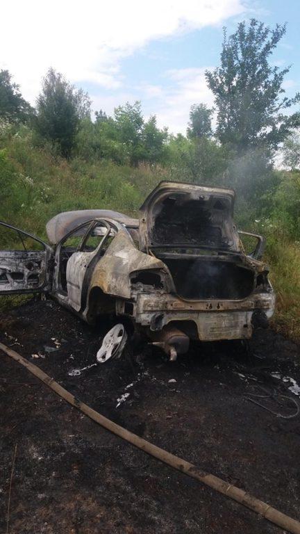 Це було пекло: калушанин витягнув водія з палаючого автомобіля (фотофакт)