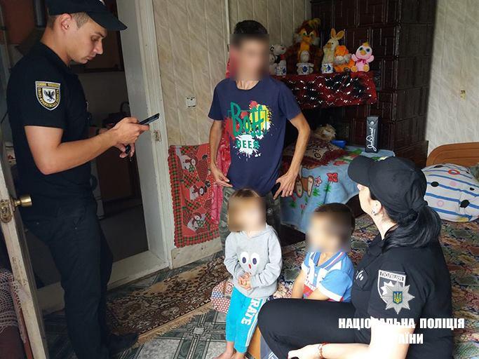На Снятинщині в агресивної матері забрали двох дітей (фотофакт)