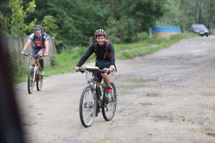 В учасників пригодницьких перегонів, які проходили на Прикарпатті, у лісі вкрали велосипеди