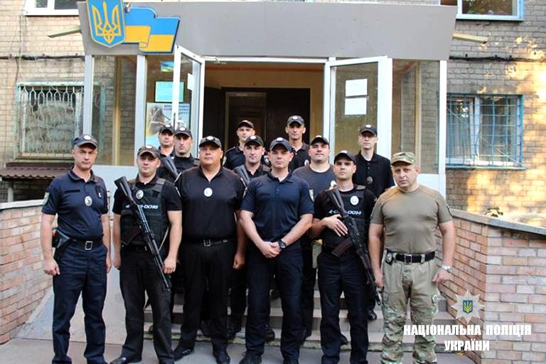 Прикарпатським поліцейським вручили погони на Донеччині (фоторепортаж)