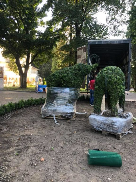 За дорученням Марцінківа у міському парку будуть зелені скульптури (фотофакт)