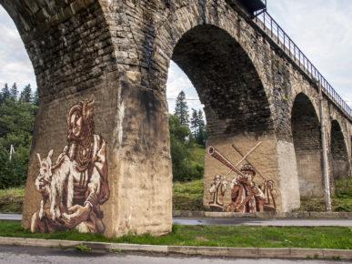 Художники своїми муралами прикрасили віадук у Ворохті (фотофакт)