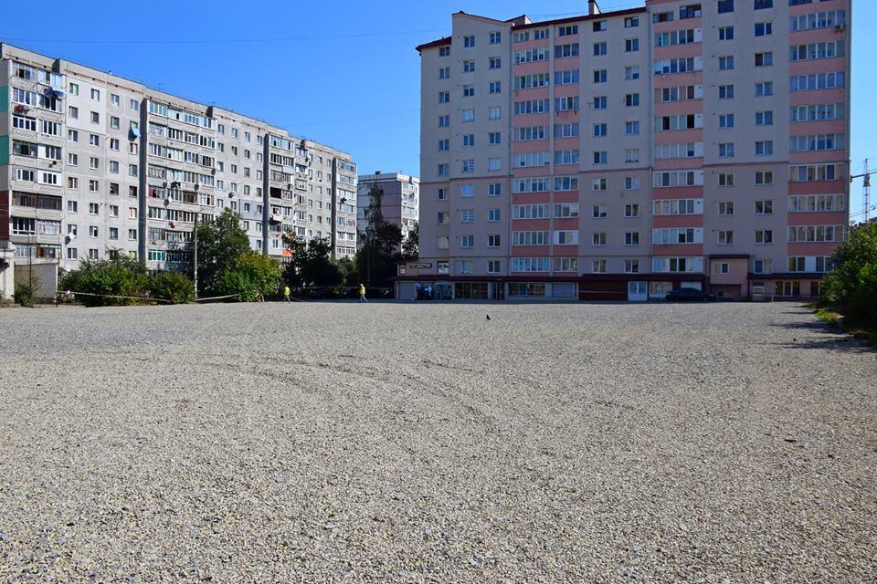 Один з найбільших спортивних майданчиків зводять у Франківську (відеосюжет)