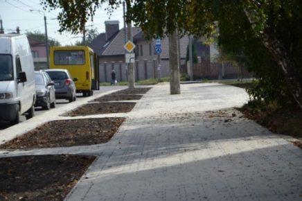 У мікрорайоні Каскад в Івано-Франківську здійснюють ремонт вулиць