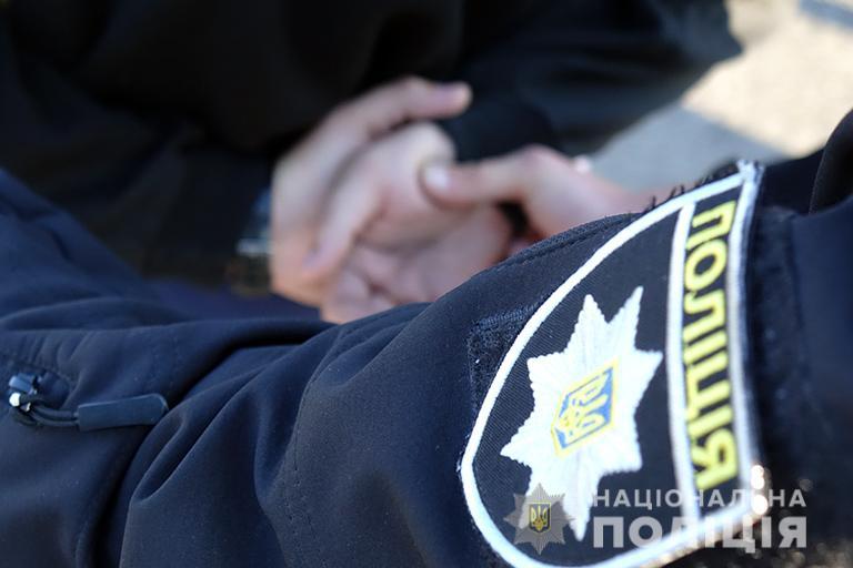У Франківську затримали рецидивіста, який збував наркотики (фотофакт)