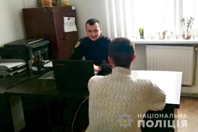 Поліцейські Франківщини за «гарячими слідами» розшукали магазинних крадіїв (фотофакт)