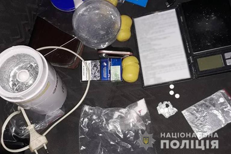 На Надвірнянщині поліцейські виявили наркотики в автомобілі водія (фотофакт)