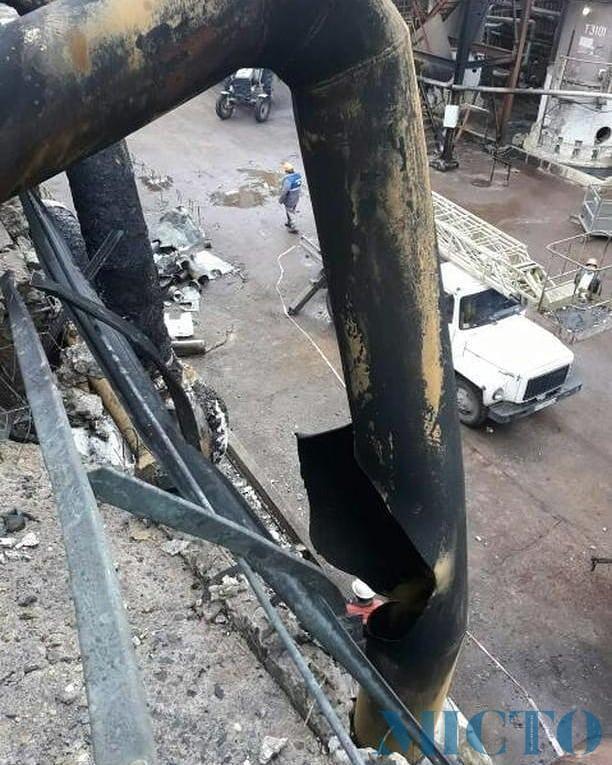 В мережі з'явились фото заводу в Калуші після пожежі (фотофакт)