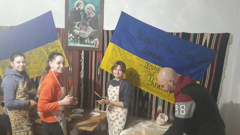 Прикарпатські волонтери відправили на фронт шість тисяч вареників (фоторепортаж)