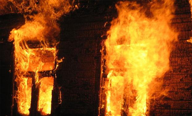 На Долинщині загорівся житловий будинок (фотофакт)