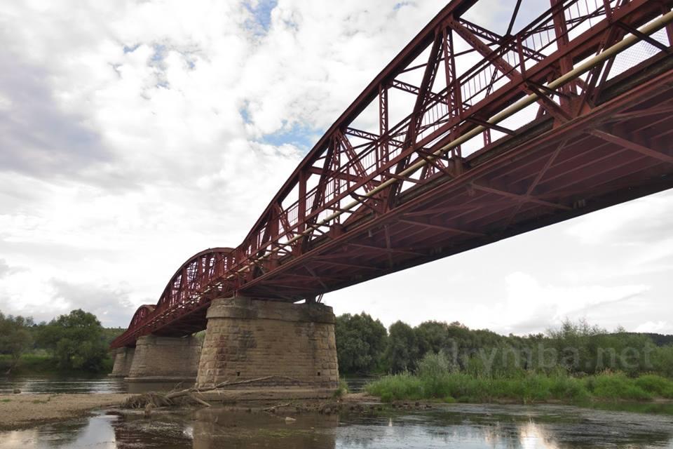 В Тлумацькому районі взялися за ремонт мосту через Дністер