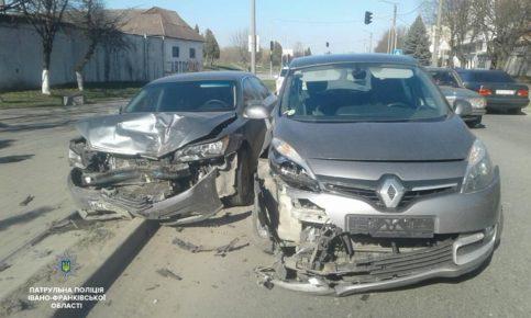 Як водії нехтують ременями безпеки. Патрульні показали на прикладі суботньої ДТП на Набережній (фотофакт)