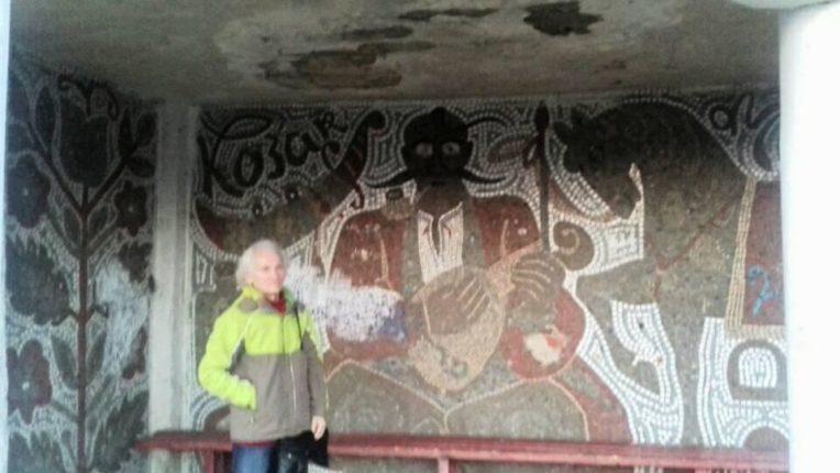 Громада Тязева просить врятувати зупинку з унікальним зображенням козака Мамая (фотофакт)