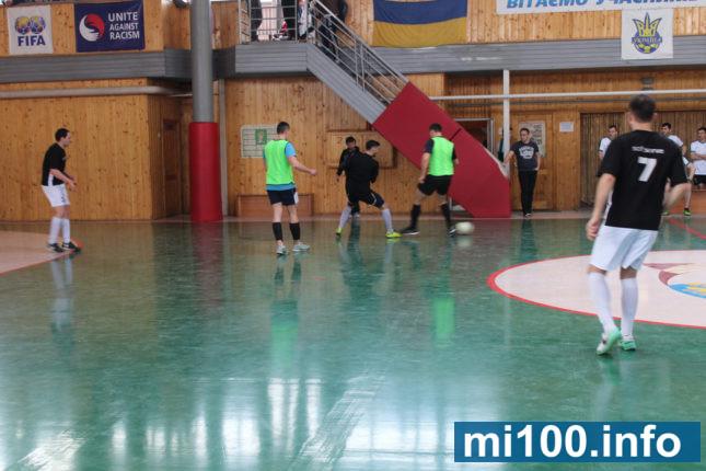 У Франківську стартував чемпіонат з футзалу серед ІТ-шників (фоторепортаж)
