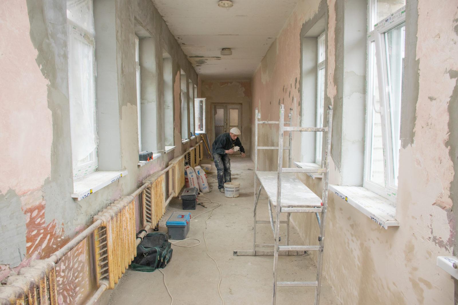 В одній із Франківських шкіл нарешті збудують спортзал (фоторепортаж)
