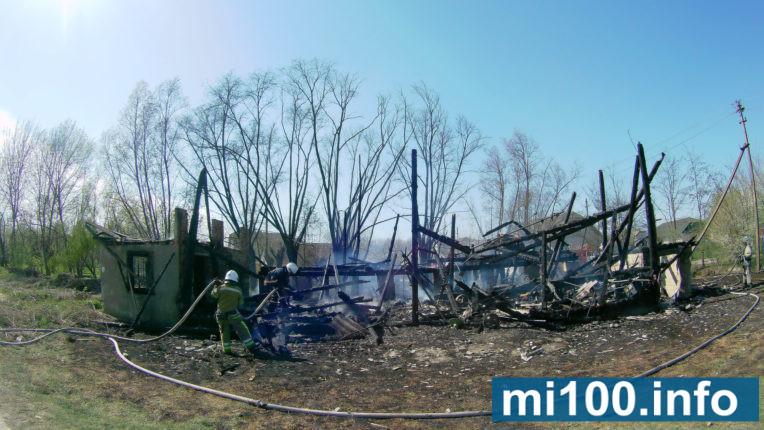 У Тисменичанах повністю згорів старий млин (фото+відео)