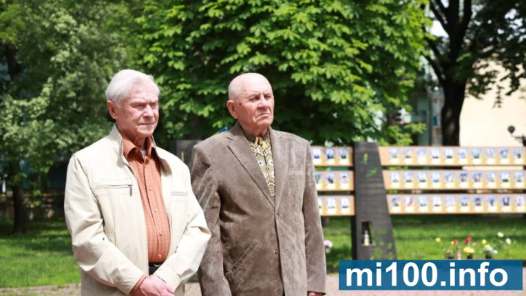 Любов до України гріла навіть у люті морози: у Франківську відзначили День пам'яті жертв політичних репресій (фоторепортаж)