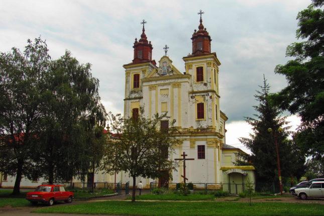 В Богородчанському спірному костелі будуть правити дві конфесії