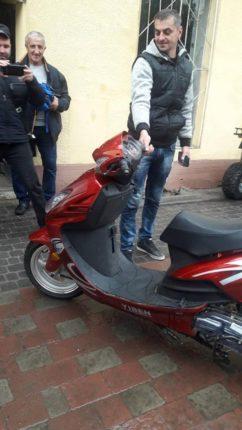 На Калущині фельдшеру ФАПу подарували скутер (фотофакт)