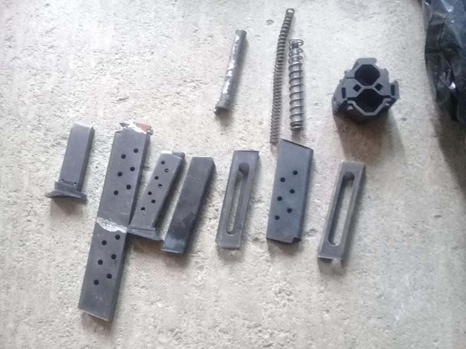 У двох прикарпатців оперативники вилучили незаконну зброю, боєприпаси і вибухівку (фотофакт)